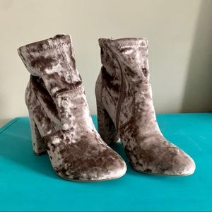 "JustFab Blush Pink Crushed Velvet Booties 4"" Heel"